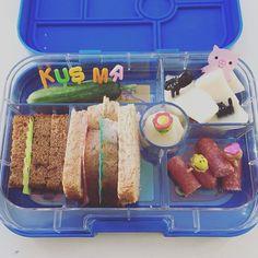 Niets ingewikkelds vandaag met de lunch maar wel lekker vol met gezellige poppetjes en een kus van ma 😃. Ik wens jullie ook een ongecompliceerde dag toe met veel zon! #cecielmaakt #lunchmeteenlach #dutchbento #pimpjelunch #tsolunch #basisschool #funfoodforkids #funlunchesforkids