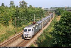 RailPictures.Net Photo: X2000 SJ Swedish State Railway X2000 Alstom at Copenhagen, Denmark by Juraj Streber - www.jstrains.sk