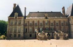Perron avec escalier en fer-à-cheval (en double fer-à-cheval, côté cour du château de Courances (Essonne, France).