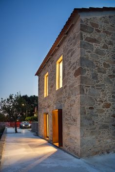 Image 9 of 47 from gallery of SH House / Paulo Martins. Photograph by ITS – Ivo Tavares Studio Arch House, Country Modern Home, Stone Interior, Stone Masonry, Stone Houses, Modern Buildings, Outdoor Areas, Provence, Exterior Design