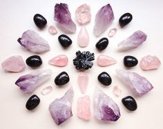 Schörl, Nuummite, Rose Quartz and Amethyst Grounding in existence deep into being in love °Woodlights Woudlicht Grounding Crystals, Meditation Crystals, Chakra Crystals, Crystal Healing, Minerals And Gemstones, Crystals Minerals, Stones And Crystals, Crystal Mandala, Quarts Crystal