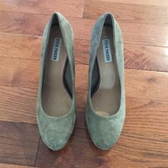 Steve Madden Traisie Taupe Suede Leather Pumps Steve Madden Traisie taupe suede leather pumps. Size 9.5. Woman's shoes. Worn once. Great condition.  Open to all offers  Steve Madden Shoes Heels