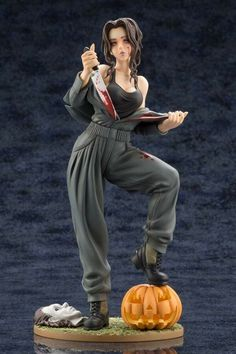 A view of the Michael Myers Halloween Bishoujo Statue from Kotobukiya! Click the link to find out where to buy this great statue! Michael Myers, Statues, Statue Base, Bishoujo Statue, Bride Of Chucky, Anime Figures, Action Figures, Anime Dolls, Best Cosplay