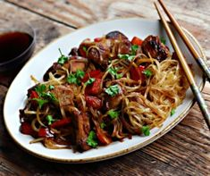 üvegtészta receptek | Mindmegette.hu Food Crafts, Japchae, Food And Drink, Cooking Recipes, Beef, Ethnic Recipes, Foods, Sandwich Spread, Food Food