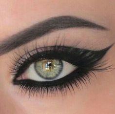 Cat eye rock makeup