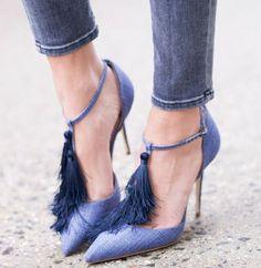 O bom e velho jeans agora está nos pés! Confira os sapatos com tecido jeans que serão os queridinhos do verão. - Veja mais em: http://www.vilamulher.com.br/moda/estilo-e-tendencias/sapato-jeans-e-tendencia-de-verao-m0915-709073.html?pinterest-mat