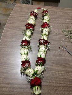 Diy wedding decorations red beautiful Ideas for 2019 Indian Wedding Flowers, Flower Garland Wedding, Indian Wedding Favors, Rose Garland, Floral Garland, Flower Garlands, Wedding Garlands, Bridal Flowers, Diy Wedding Decorations