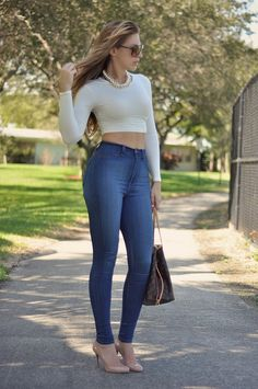 This article will answer all your questions if you want to go for high waisted jeans with crop top. Why should you wear a crop top with high waisted pants Crop Top Outfits, Fall Outfits, Casual Outfits, Cute Outfits, Summer Outfits, High Wasted Jeans, Crop Top With Jeans, Outfit Trends, Outfit Ideas