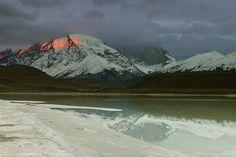 Red Ray - Laguna Amarga, Torres del Paine, Patagonia, Chili