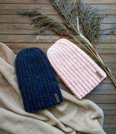 WEBSTA @ alami_knit - ▫10▫12▫16Шапочки-тыковки в стиле #фемилилук для одной стильной пары в процессеони пока не купались, да и подклад думаю пришить, чтобы теплее было▫▫#шапкатыковка#удлиненнаяшапка#шапкалуковка
