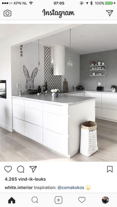 Gefällt 2875 Mal 13 Kommentare Scandinavian Homewares (Is To Me) auf Instag White Kitchen Cabinets, Ikea Kitchen, Home Decor Kitchen, Kitchen Living, Kitchen Interior, Home Kitchens, Kitchen Ideas, Nordic Interior, Kitchen Cabinetry