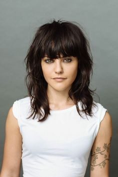 New Year Hair Inspo, Courtesy of NYC Stylists Like this un-cut cut. Hairstyles With Bangs, Pretty Hairstyles, Full Fringe Hairstyles, Choppy Haircuts, Layered Hairstyle, Trendy Haircuts, Modern Haircuts, Layered Haircuts, Wedding Hairstyles