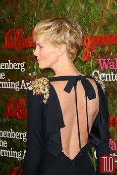 WERQ: Charlize Theron in Alexander McQueen at the Annenberg Center Gala Very Short Hair, Short Hair Cuts, Short Hair Styles, Pixie Hairstyles, Pixie Haircut, Haircuts, Charlize Theron Style, Fashion Idol, Haircut And Color