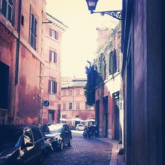 One of the many joys of Rome - wandering through the back streets. Discover this amazing city with Messenger Travel #rome #roma #italy #italia #travel #vacation #relax #offthebeatenpath #messengertravel