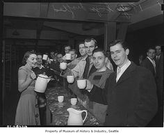 Women serving coffee to 18-year-old draftees, Seattle, 1943