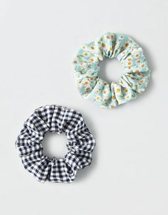 Shop Scrunchies & Hair Ties at American Eagle to find the right accessories for your day! Browse scrunchies and hair ties in new colors and designs today! American Eagle Outfitters, American Eagle Shirts, American Clothing, Mode Kawaii, American Beagle, Hair Supplies, Accesorios Casual, Big Bows, Mens Outfitters