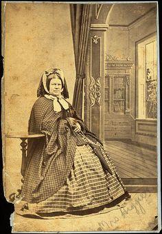 Mrs Higgie Photographer: Thomas Tuffin Reference No: NZC14.1.40A Wanganui Portrait Collection, Wanganui District Library  civil war era fashion bonnet with veil