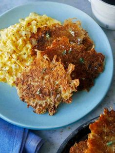 Crispy and Cheesy Hash Browns | Spoon Fork Bacon Brunch Recipes, Healthy Dinner Recipes, Breakfast Recipes, Breakfast Ideas, Breakfast Skillet, Savory Breakfast, Vegetarian Dinners, Breakfast Club, Breakfast Dishes