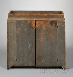 Small Gray-painted Pine Dry Sink.