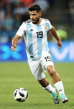thefootballblog -> philippcoutinho Rugby, Argentina Football Team, Sergio Aguero, Kun Aguero, Fifa 20, National Football Teams, World Football, Best Player, Sport Man