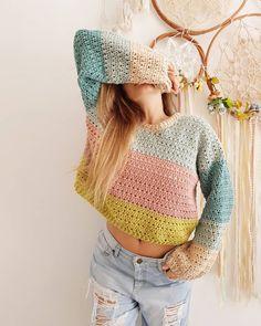 🌈 10 ᴄᴜʀɪᴏsɪᴅᴀᴅᴇs sᴏʙʀᴇ ᴍɪ Hace unas semanas mi amiga Guala me nomiba a que contara 10 cosas sobre mi. Y cuando me puse… Crochet Diy, Crochet Woman, Crochet Bikini, Sewing Clothes, Crochet Clothes, Crochet Top Outfit, Woolen Clothes, Ideias Fashion, Arte Fashion