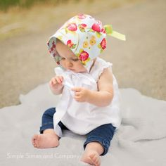 Make this simple baby bonnet in 30 minutes with only two fat quarters of fabric!