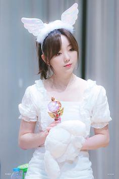 Korean Girl, Asian Girl, Girl Soles, Lovelyz Jiae, Cosmic Girls, Baekhyun, Idol, Cute, Anime