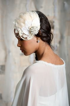 Feather bridal mini hat
