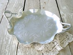 Love antique hammered aluminum! Have several pieces of this thanks to my friend    Marsha.....