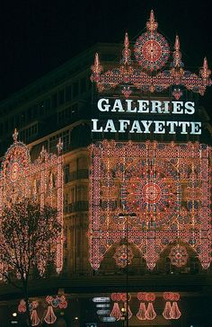 Christmas in Galeries Lafayette, Paris. Beautiful place to shop.  Shopping should be like this everywhere.