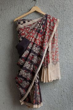 Kalamkari word originates from persian language where qalam means pen and kari mean craftmenship, meaning drawing with a pen. This beautiful Srikalahasti saree