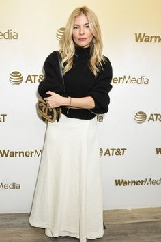 Sienna Miller Photos - Sienna Miller stops by WarnerMedia Lodge: Elevating Storytelling with AT&T during Sundance Film Festival 2020 on January 2020 in Park City, Utah. - WarnerMedia Lodge: Elevating Storytelling With AT&T - Day 1 Estilo Sienna Miller, Sienna Miller Style, Celebrity Airport Style, Sundance Film Festival, Casual Looks, Style Icons, Cool Outfits, Street Style, Style Inspiration