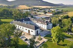 Najzaujímavejšie kaštiele na západnom Slovensku - mypezinok.sme.sk Mansions, House Styles, Mansion Houses, Villas, Luxury Houses, Palaces, Mansion, Villa