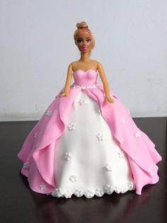 Bolo Barbie, Barbie Cake, Beautiful Wedding Cakes, Beautiful Cakes, Barbie Birthday Cake, Dolly Varden, Lily Cake, Pillow Cakes, Unique Birthday Cakes
