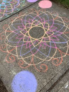 A few colors on the ground Sidewalk Chalk, Mandala, Creations, Kids Rugs, Colors, Home Decor, Decoration Home, Kid Friendly Rugs, Room Decor