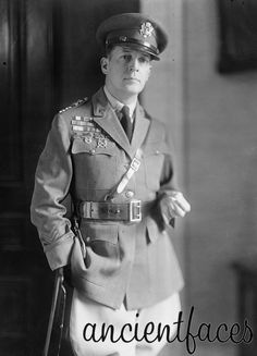 Douglas Macarthur (Youngest American General) He was the head of the Pacific Theatre of Location: Washington, D.C Wayback November 1930 Douglas Macarthur, Military Ranks, Military History, Military Uniforms, Military Men, World History, World War Ii, Young Americans, Panzer