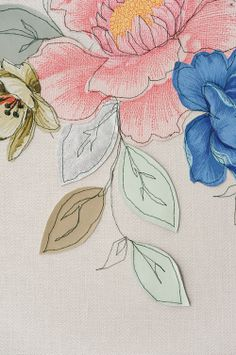 Claire Coles creates embroidered wall panels and wallpaper murals Embroidery Applique, Machine Embroidery, Machine Applique, Creative Textiles, Contemporary Embroidery, Natural Forms, Textile Artists, Flower Art, Illustration Art