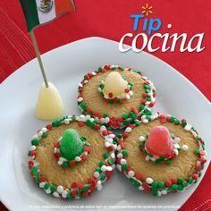 Sombreros de galleta.  Se acerca el 15 de Septiembre y es tiempo de pensar en qué les ofrecerás a tus invitados. Para empezar ¿qué te parecen estas galletas decoradas muy a la mexicana? Incluso son ideales para los convivios en la escuela.