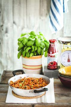 homemade gluten free pasta recipe with Spring vegetable sauce - Farfalle di farina di ceci e semi di lino con verdurine croccanti - pasta fresca senza glutine - homemade gluten free pasta recipe