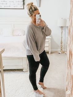 Shop Your Screenshots™ with LIKEtoKNOW.it, a shopping discovery app that allows you to instantly shop your favorite influencer pics across social media and the mobile web. Stylish Mom Outfits, Casual Day Outfits, Curvy Girl Outfits, Chill Outfits, Cute Comfy Outfits, Curvy Girl Fashion, Fall Fashion Outfits, Plus Size Outfits, Athleisure Outfits