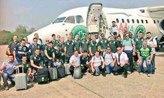 Fotografía cedida por el Club de fútbol brasileño Chapecoense del 28 de noviembre de 2016 de los integrantes del equipo momentos antes de viajar a Colombia