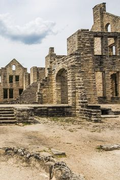 abandoned places Instead of having to asks a local, here is a compilation of 10 recent articles that will show you some of Missouris hidden gems. Vacation Places, Places To Travel, Places To See, Vacation Ideas, Warrensburg Missouri, Missouri Hiking, Branson Vacation, Route 66 Road Trip, Branson Missouri