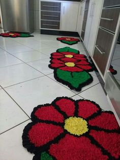 Knit Rug, Crochet Carpet, Pom Pom Rug, Latch Hook Rugs, Sewing Appliques, Diy Canvas, Rug Hooking, Flower Crafts, Diy Design