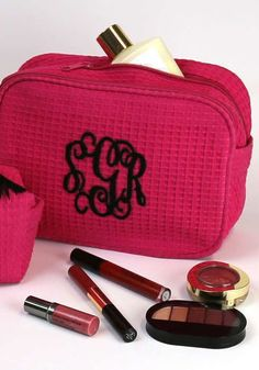 Keep your cosmetics close at hand wherever you go with a monogrammed makeup bag. The outside is adorable and the inside is fully lined. Monogram Online, Diy Skin Care, Louis Vuitton Damier, Eye Makeup, Hair Beauty, Deep, Cosmetics, Purses, Bags
