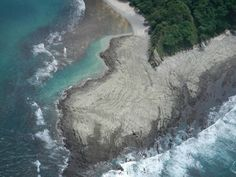 Earthquake in Costa Rica – 9/5/2012    Nicoya's peninsula earthquake was expected long time ago, happens every 50 years, here is a picture that shows how the shore climbed 1 meter against the pacific ocean