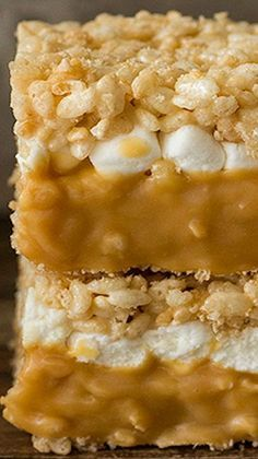 What madness is this? Caramel Stuffed Rice Krispie Treats ~ Soft and gooey, double-decker caramel stuffed rice krispie bars Rice Crispy Treats, Krispie Treats, Yummy Treats, Sweet Treats, Yummy Food, Cookie Recipes, Dessert Recipes, Popcorn Recipes, Bolacha Cookies