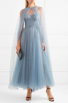 Monique Lhuillier crystal-embellished tulle cape and strapless gown Modest Dresses, Pretty Dresses, Bridal Dresses, Beautiful Dresses, Dresses With Capes, Maxi Dresses, Monique Lhuillier Bridal, Cape Gown, Tulle Dress