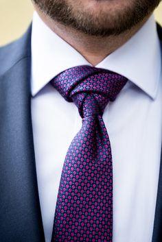 wunderschöner Krawattenknoten, trinity Knot