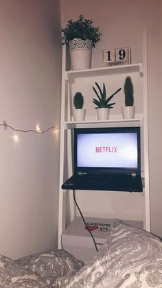 Liv Treweeke roomdecor room inspo Netflix riverdale stranger things skins is part of Fairy lights bedroom - Cute Room Ideas, Cute Room Decor, Box Room Ideas, Box Room Bedroom Ideas, Bedroom Ideas For Small Rooms Cozy, Dorms Decor, Dorm Decorations, Dream Rooms, Dream Bedroom