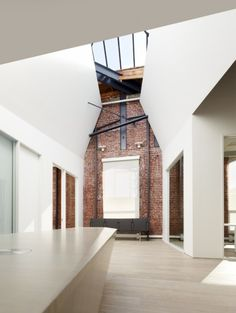Index Ventures is a minimalist interior located in San Francisco, USA, designed by Garcia Tamjidi. With offices in London and Geneva, the San Francisco office was designed in the center of SOMA for a highly creative, collaborative venture capital team. (4)